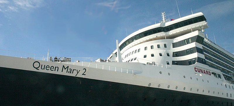 "EL ""QUEEN MARY II"" ATRACA EN CÁDIZ …"